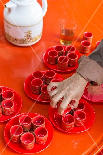 Chinese tea being poured into cups (Udon Thani, North-East Thailand)