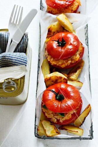 Pomodori al riso (tomatoes filled with rice, Italy)