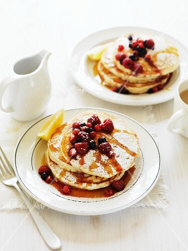 Vanilla pancakes with berries and maple syrup