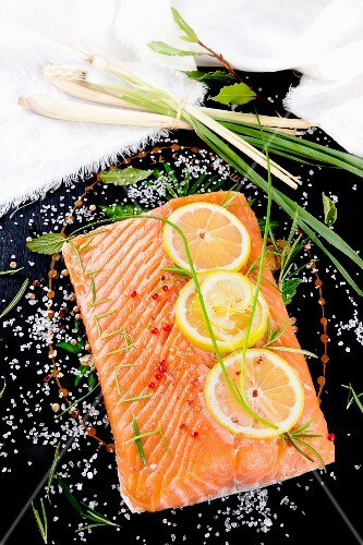 Salmon fillet with lemon slices and lemongrass