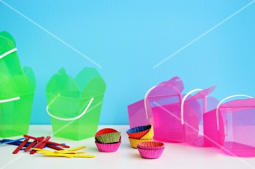 Takeaway containers and cupcake cases