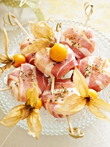 Goat's cheese in bacon with physalis for an Easter brunch