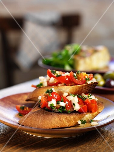 Toasted tomato and onion baguette (Spain)