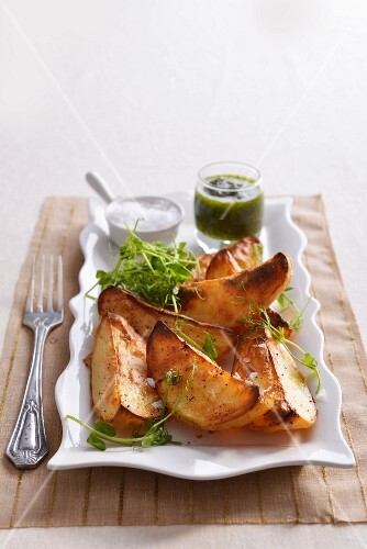 Potato wedges with chimichurri