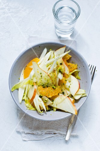 Chicory salad with pears and oranges