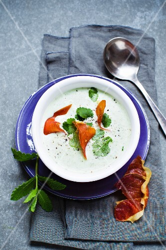 Pea soup with herbs and Parma ham