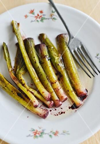 Fried leeks with a red vinaigrette