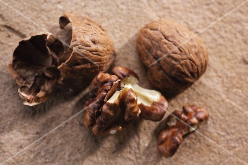 Cracked walnuts (close-up)