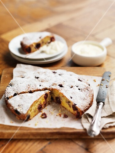 Almond cake with cherries and icing sugar
