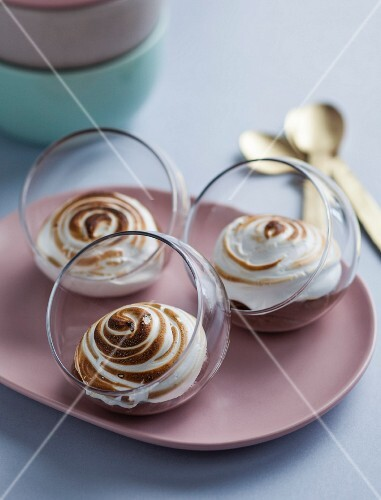 Gratinated chocolate mousse with marshmallow meringue