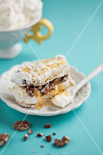 Pecan nut and date meringue cake with honey