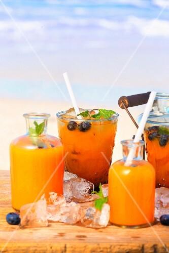 Papaya, melon and blueberry drinks