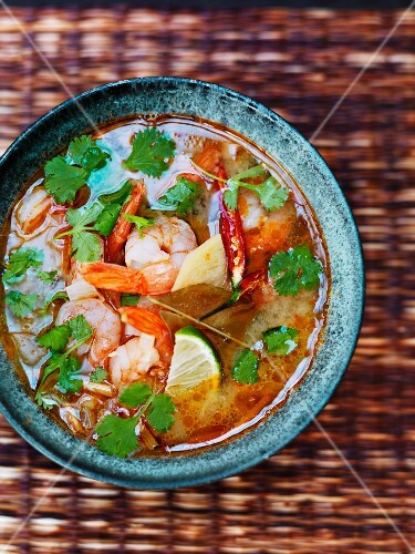 Thai soup with prawns, mushrooms and chilli