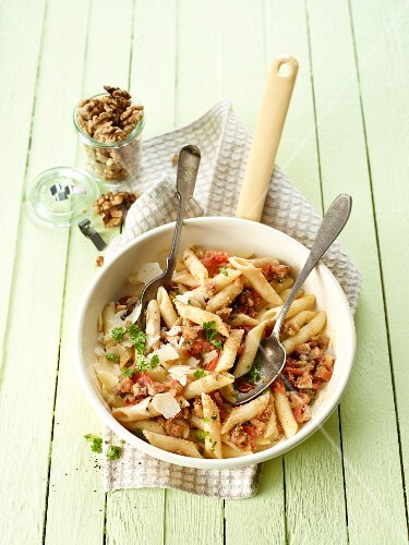 Penne with tomatoes and walnuts