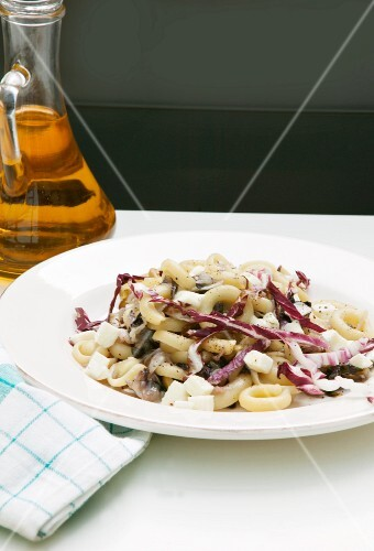 Gnocchette with radicchio, capers and scamorza