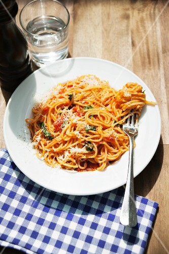 Spaghetti Napoli (spaghetti with tomato sauce)