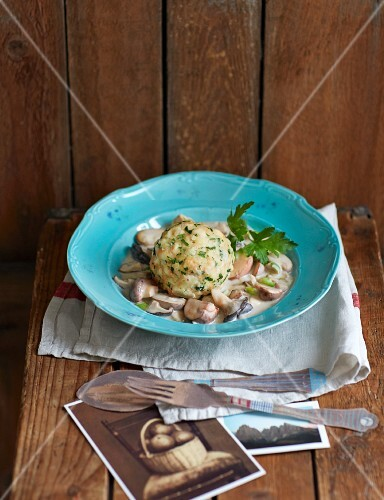 Bread dumplings with a mushroom ragout