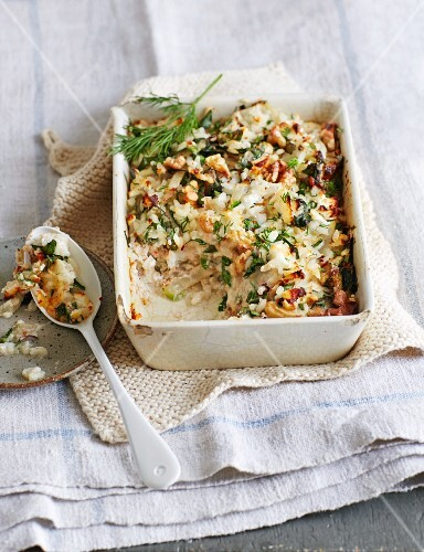 Rice bake with chard and walnuts