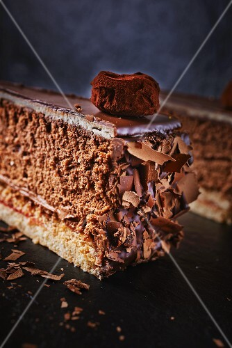 Truffle cake with grated chocolate