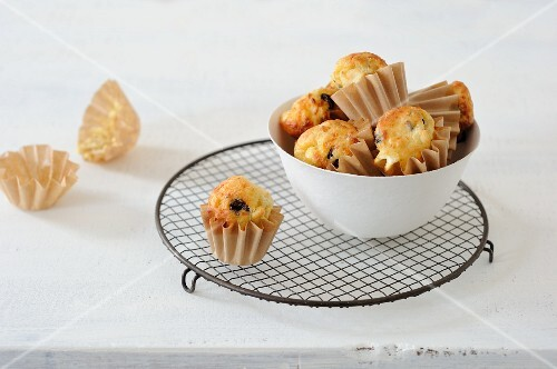 Mini muffins with potatoes, feta and olives