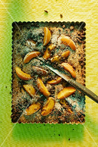 Chocolate crumble cake with peaches