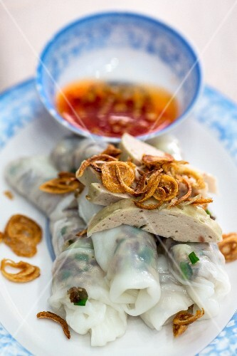 Vietnamese Banh Cuon rice paper rolls with onions and a chilli dip (Vientiane, Laos)