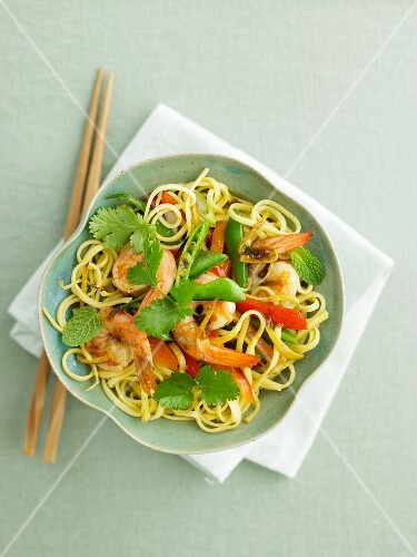Linguine with prawns, green beans and coriander