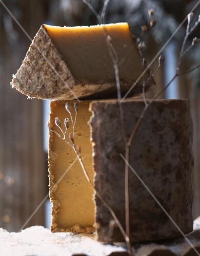 Tome des bauges (hard cheese, France)