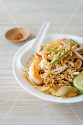 Pad Thai (rice noodle dish with prawns, Thailand)