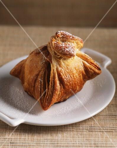 Apple dumpling (Apple baked in pastry)