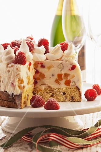 Panetone ice cream pudding with raspberries (Christmas)