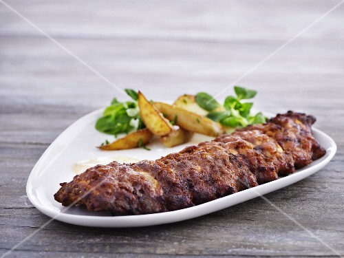 Spare ribs with potato wedges