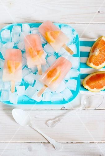Grapefruit-Eis am Stiel