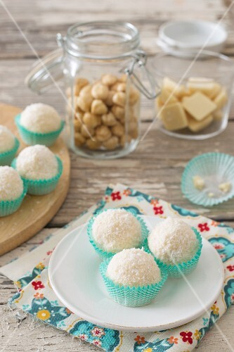 Coconut and hazelnut sweets