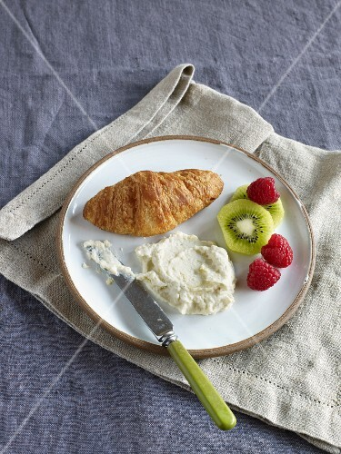 Stuffed croissants with a cream cheese dip