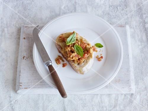Tomato-mozzarella spread