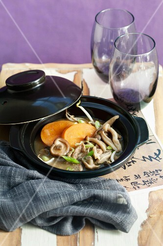 Sweet and sour persimmon and pork soup