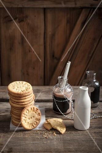 Vanilla biscuits with a milkshake