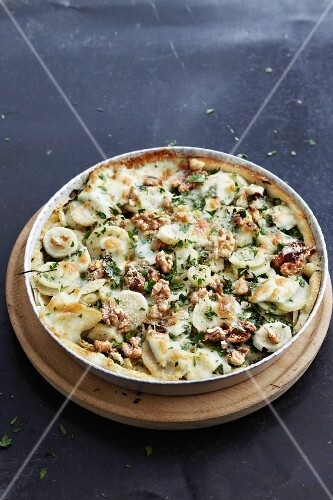 Quiche with Hamburg parsley, walnuts and parsley