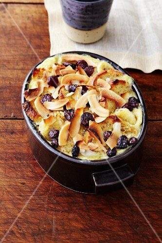 A sweet gratin made with baguette, banana and coconut chips