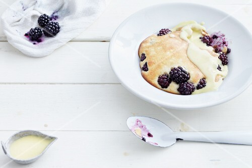 Blackberries with an almond topping