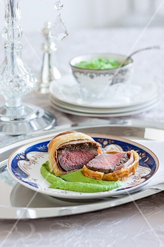 Beef Wellington on a bed of mushy peas and mashed potato