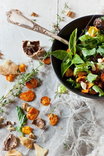 Vegan salad with rocket, carrot chips, nuts and seeds