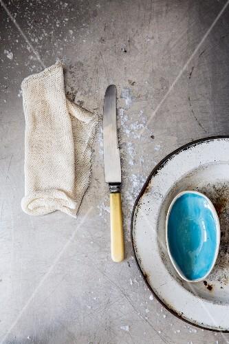 A cloth, a knife and an enamel plate