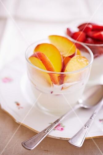 Quark cream with peaches