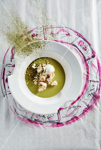 Cream of courgette soup with meringue and matcha