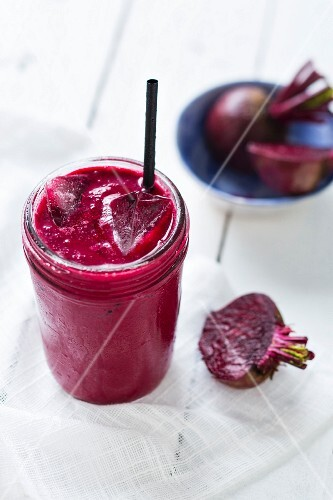Beetroot drink with ginger and yoghurt