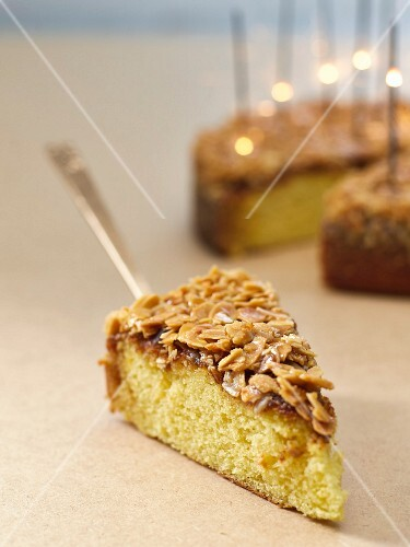 Buttermilk cake with an almond crust