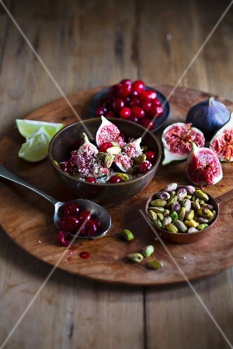 Fig dessert with pistachios and cranberries
