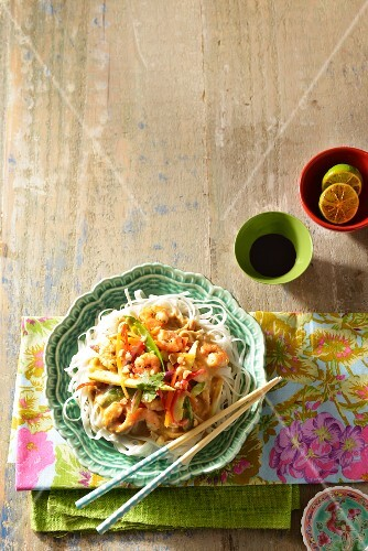 Rice noodles with a prawn satay sauce